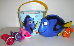 Disney Finding My Friend Dory - Bucket - smaller dolphin + fish Toys in Orland Park, Illinois