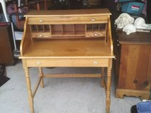 DESK ROLL TOP HAS THREE DRAWERS EXCELLENT CONDITION  MUST SEE ,READY T in Orland Park, Illinois