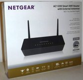 New! NETGEAR AC1200 Smart Wi-Fi Gigabit Router  ~Mod: R6220-100NAS in Chicago, Illinois
