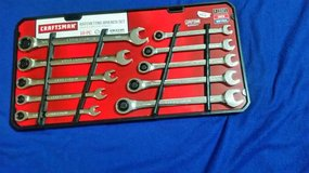New 10 pc Ratcheting 12 pt Metric & Standard Wrench Set in Cleveland, Texas