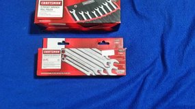 New 8pc Combination Wrench Set & Roll Pouch in Cleveland, Texas