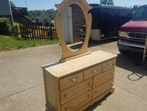 Vaughan Furniture Twin Poster Bed/Chester Drawer W/ Mirror/Night Stand in Fort Campbell, Kentucky