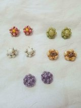 5 prs Vintage HONG KONG Beaded Cluster Clip Earrings! SIGNED HONG KONG in Bellaire, Texas