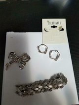 3pc TRIFARI Silver Tone Jewelry! Bracelet, Brooch, Pierced Earrings! in Bellaire, Texas