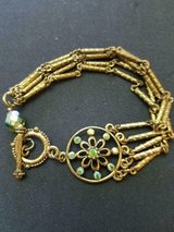 Beautiful Vintage Toggle Chain Gold Tone Bracelet with Iridescent Rhinestones. in Bellaire, Texas