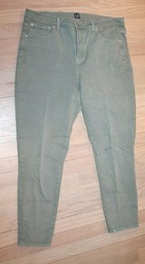 GAP True Skinny Army Green Jeans, Size 32 Regular in Naperville, Illinois