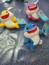 Baby Shark 6 Inch Set - Mommy, Daddy & Baby Shark Plush Toy Figures NWT in Spring, Texas