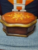 Pretty Lined Acrylic Jewelry Box! Wood Grain Design with Flowers! in Bellaire, Texas