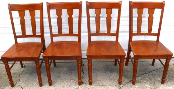 Delicieux SALE PENDING   4 Solid Wood Kitchen / Dining / Chairs | Furniture For Sale  On Orland Park Bookoo!