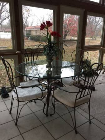 INSIDE PATIO FURNITURE   Furniture for sale on Robins Bookoo!