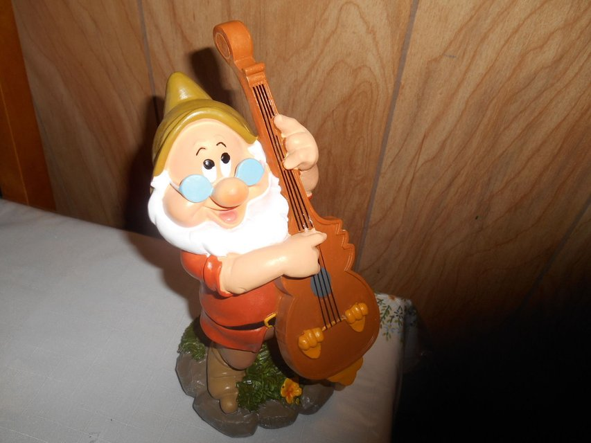 New 9 disney snow white dwarf garden gnome doc playing for Combat gnomes for sale